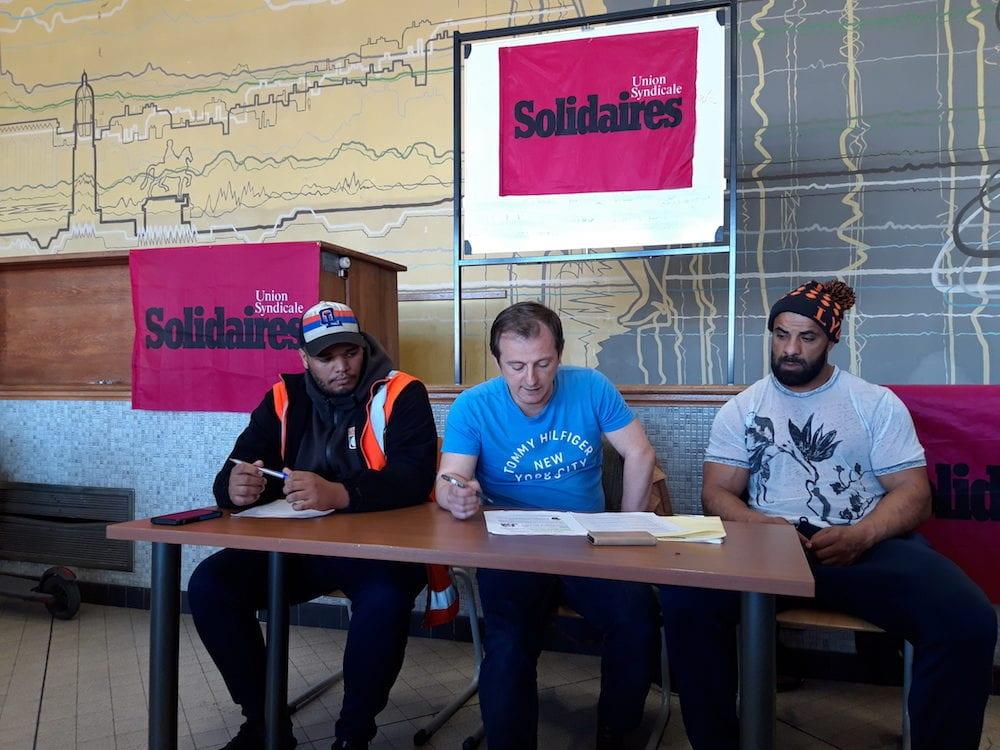 Les syndicalistes de Solidaires de Pizzorno en conférence de presse le 5 avril à la Bourse du travail, au début du mouvement de grève. A gauche : Judicaël Dissaké, délégué syndical. A droite : Riad Gharsallah, délégué syndical central. Au centre : Didier Goncalves, permanent syndical de Solidaires Rhône. ©LB/Rue89Lyon