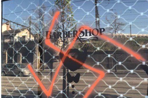 Des croix gammées, signes «SS» et tags racistes découverts avenue Berthelot à Lyon