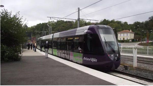 Tram-train de l'ouest Lyonnais en gare de l'Arbresle, photo Wikipedia