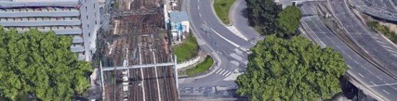 Les 4 voies sortantes de Perrache traversent la Saône mais seules 2 se prolongent actuellement en tunnel. D'où la proposition de prolonger les 2 autres dans un nouveau tunnel vers l'Ouest lyonnais. A droite le tunnel routier de Fourvière. Image google earth.