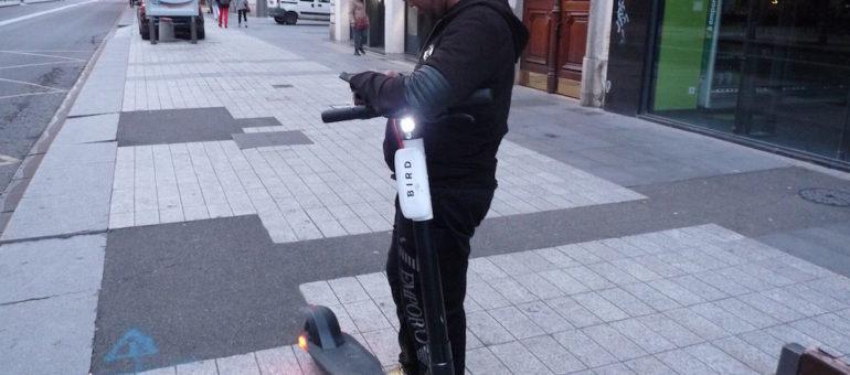 Hamza, «juicer» à Lyon : « je me lève trois à quatre fois par nuit pour recharger les trottinettes »