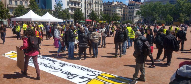 [En direct] Affrontements et cortège bloqué pour la manifestation nationale des «gilets jaunes» à Lyon