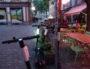 Trottinettes situées devant le bar Le Saint-Vincent. ©NP/Rue89Lyon