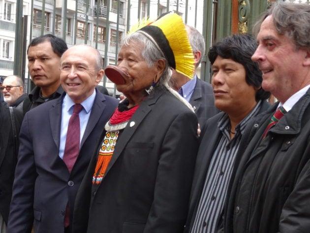 Gérard Collomb avec Raoni, les chefs et son interprète / OM