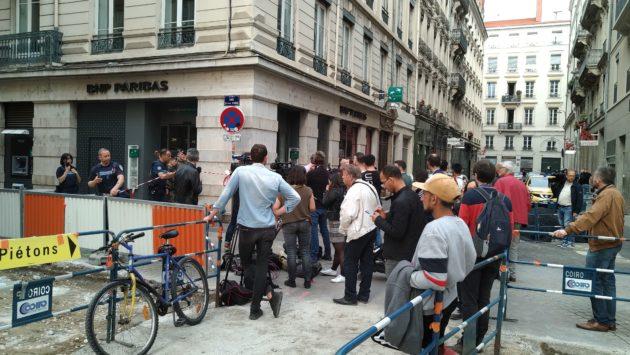 Quelques heures après l'explosion au 13 rue Victor-Hugo, le quartier était bouclé. ©Geoffrey Brossard pour Rue89Lyon
