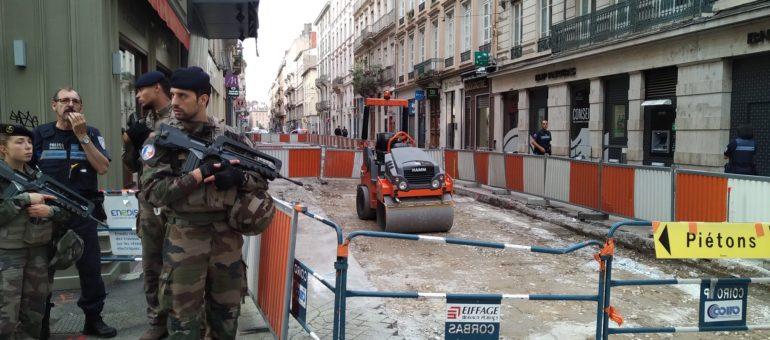 Après l'explosion à Lyon, questions autour d'une traque