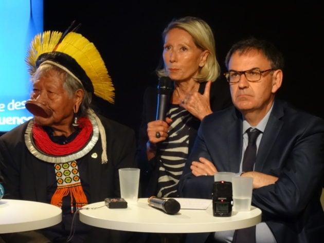 Le chef Raoni avec Myriam Picot, présidente du Musée des Confluences, et David Kimelfeld, président de la Métropole de Lyon / OM