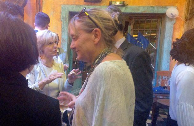 Véronique Trillet-Lenoir, lyonnaise élue députée européenne le dimanche 25 mai 2019. Au bar le Diskret pour débriefer avec les militants LREM. ©NM/Rue89Lyon.