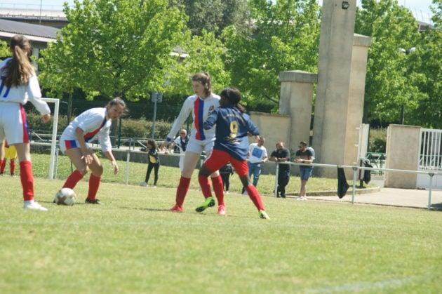 Milka joue au club de foot FC Vénissieux. ©Cheyenne Tyrakowski/LBB
