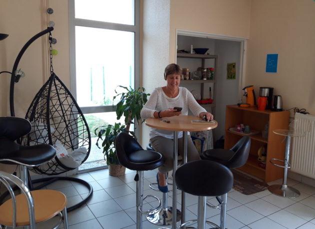 Fabienne Anselin, dans l'espace de coworking, La Coworquie à Mornant. ©LB/Rue89Lyon