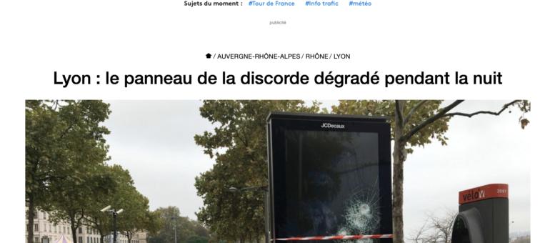 Un panneau publicitaire de JC Decaux fait polémique à la Guillotière
