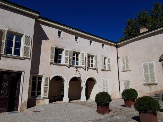 Le bâtiment principal du domaine Melchior à Charly. ©LB/Rue89Lyon