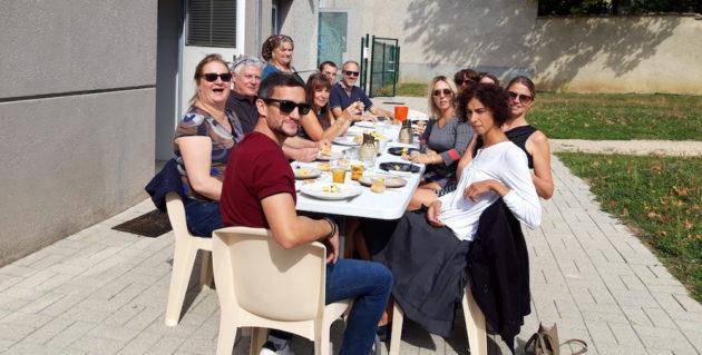 Repas commun des coworkers de Mornant en septembre 2019. ©LB/Rue89Lyon