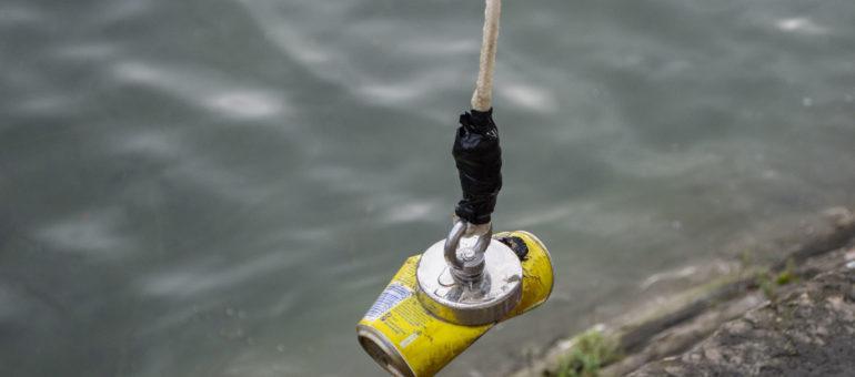 La pêche à l'aimant dans les eaux du Rhône, insolite et écologique