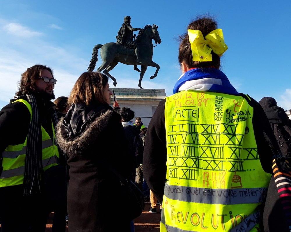 """Rassemblement des """"gilets jaunes"""" à Lyon place Bellecour pour les un an du mouvement, le 16 novembre 2019. ©LB/Rue89Lyon"""