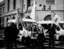 Des manifestants devant les gendarmes mobiles qui protègent l'Hotel Dieu et interdisent la rue de la Barre, le vendredi 24 janvier. ©Damien Renoulet