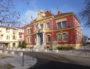 La célèbre mairie rouge (en couleur) de Pierre-Bénite. ©LS/LBB
