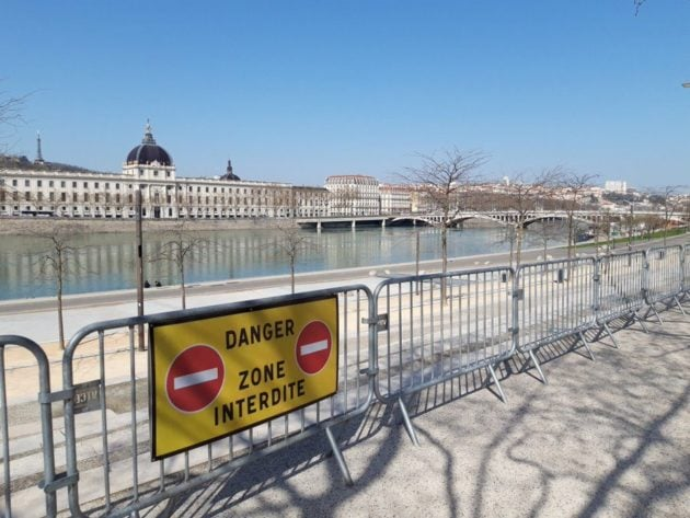 Le jeudi 19 mars, jour 3 du confinement à Lyon. ©LB/Rue89Lyon. Les Berges du Rhône interdites d'accès