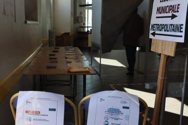 bureau de vote élections 2020 coronavirus Sainte-Foy-lès-Lyons