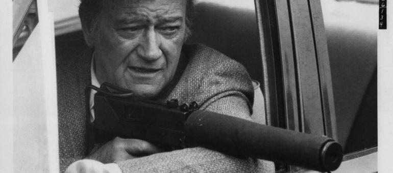 En fin de carrière, John Wayne descend de cheval et s'attaque au polar