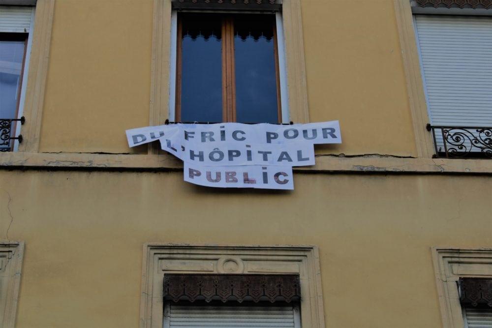 """Banderole """"Du fric pour l'hôpital public"""". Quartier Jean Macé. © AM"""