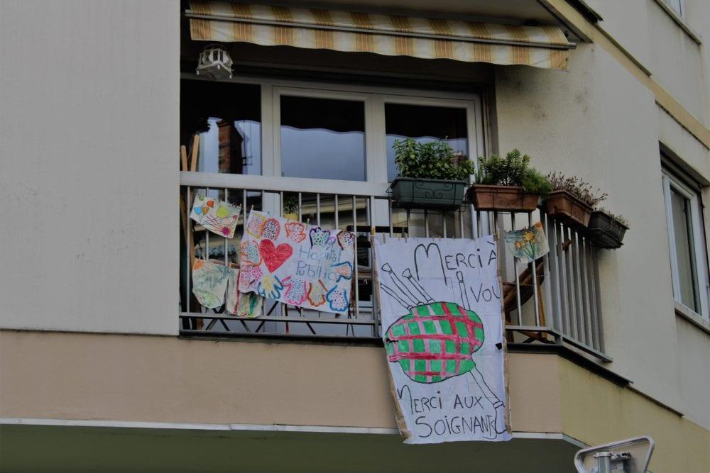 """Banderole """"Merci aux soignants"""". Quartier Jean Macé."""