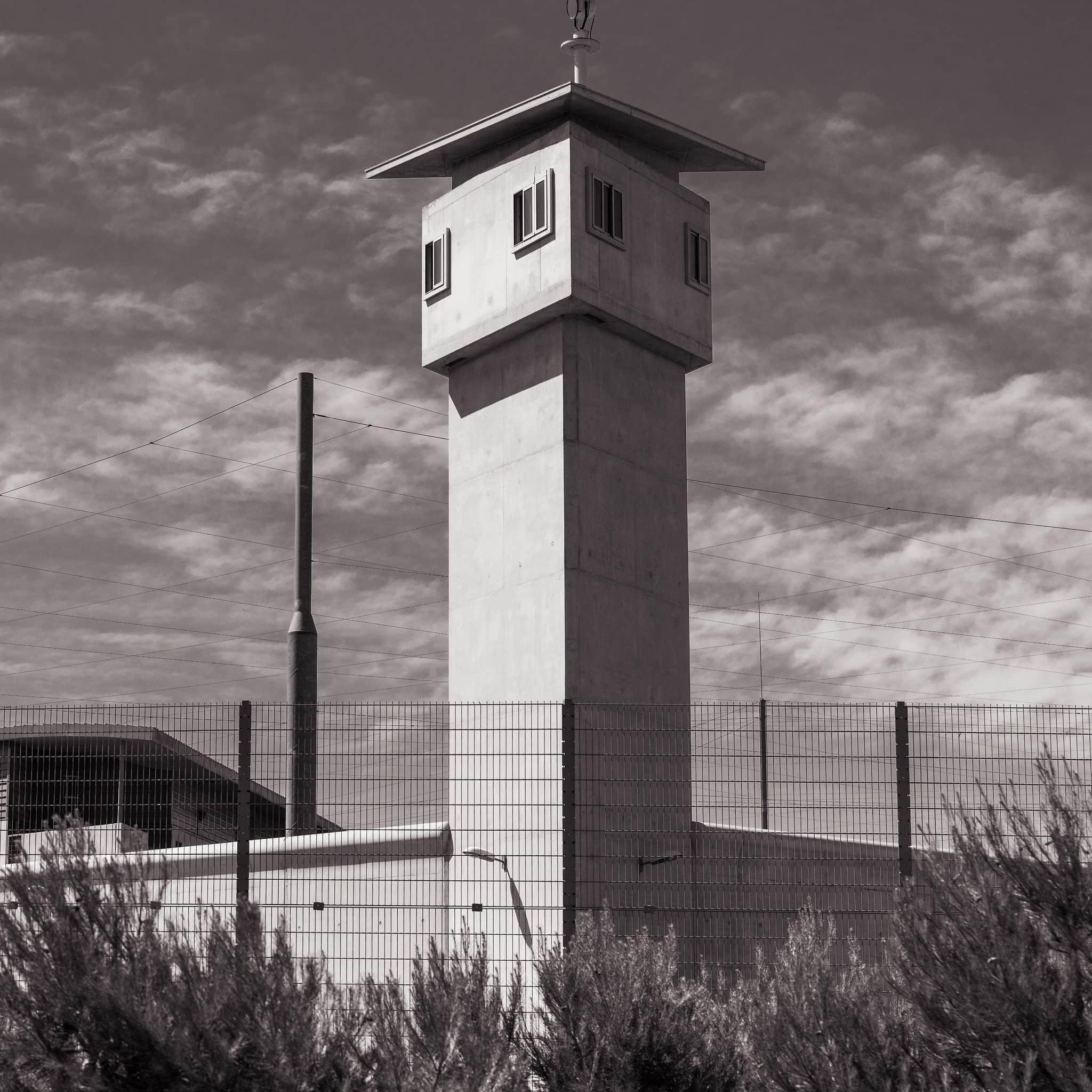 Le mirador d'une prison française CC x1klima/Flickr