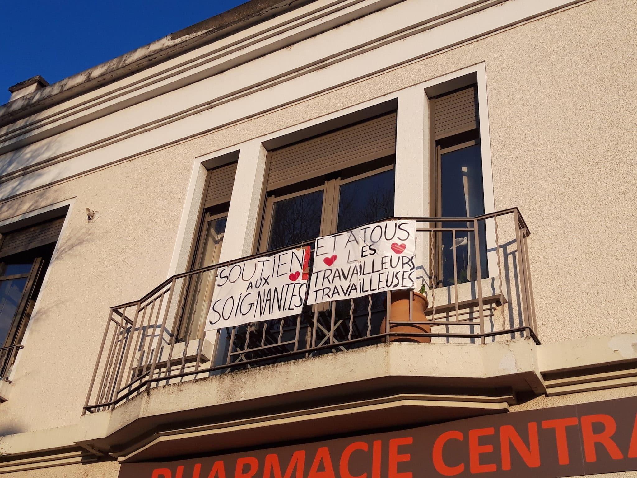 """Banderole """"Soutien aux soignant.es et à tous les travailleurs travailleuses"""". Avenue Jean Jaurès, Lyon 7ème"""