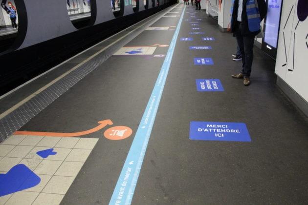 Le marquage au sol de la station de métro Part-Dieu le 11 mai 2020, premier jour de déconfinement, après près de 2 mois de confinement. ©CC/rue89Lyon