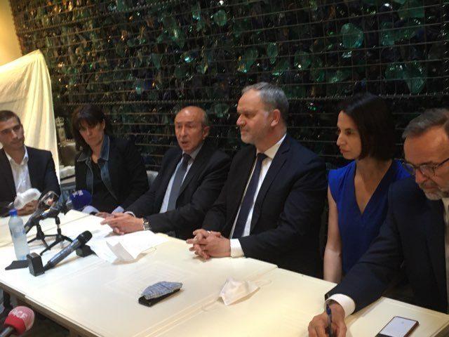 La conférence de presse scellant l'accord entre les candidats LREM Gérard Collomb, Yann Cucherat et le duo de la droite François-Noël Buffet et Etienne Blanc. ©AB/Rue89Lyon