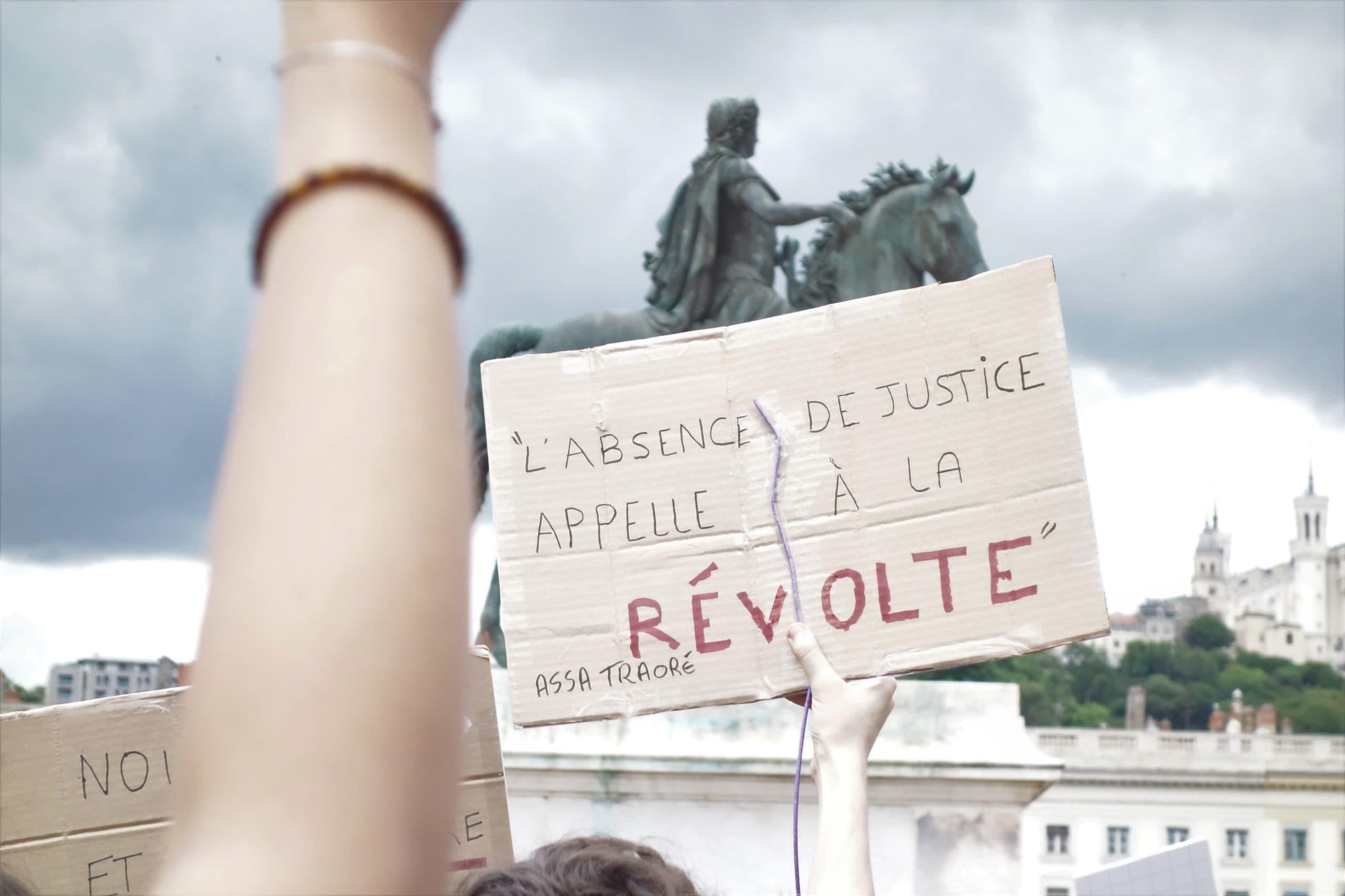 La mort de George Floyd a beaucoup résonné en France avec l'affaire d'Adama Traoré, mort après son interpellation dans la gendarmerie de Beaumont-sur-Oise en 2016. ©AB/Rue89Lyon