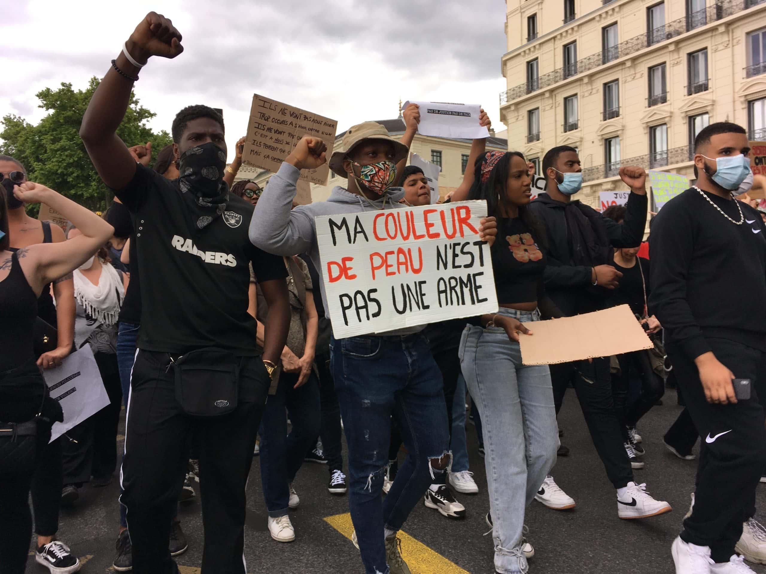 Les jeunes noirs et arabes très présents dans la marche du samedi 6 juin à Lyon contre les violences policières et le racisme. ©AB/Rue89Lyon