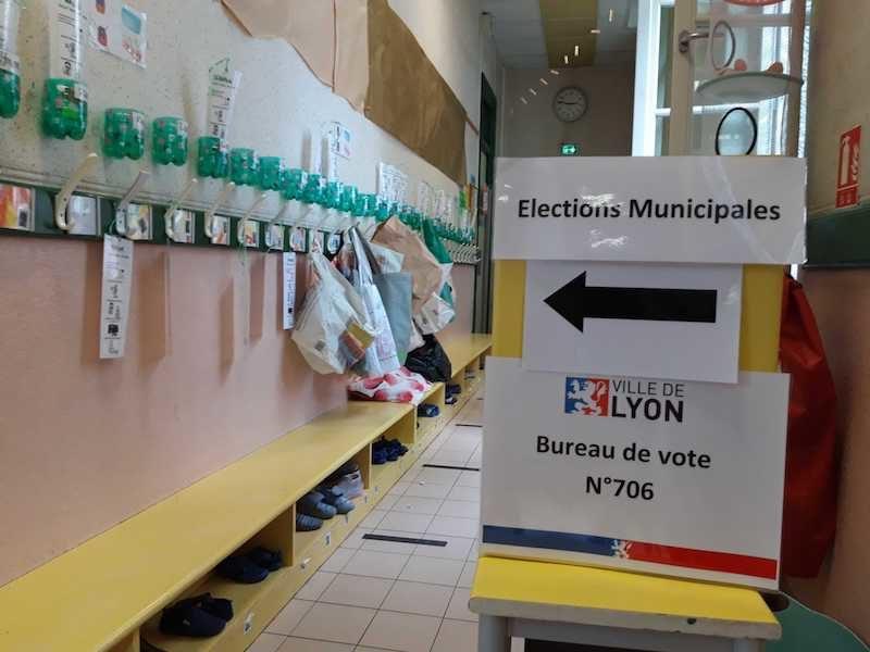 Un bureau de vote dans le quartier de la Guillotière, dans le 7è à Lyon. Là où les écologistes ont fait leurs meilleurs scores. ©LB/Rue89Lyon