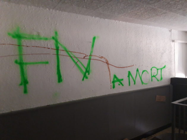 Un des tags racistes sur les murs du restaurant les Tontons Burgers, découvertes le 15 juillet 2020. ©LB/Rue89Lyon