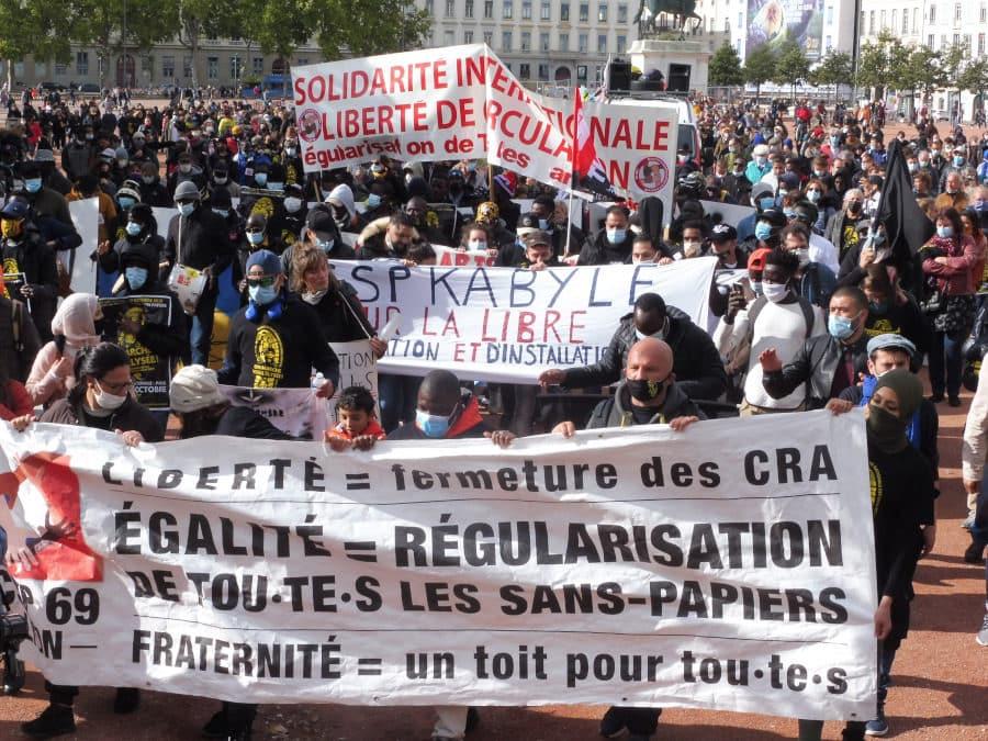 Place Bellecour, les membres du CSP69 ont pris la tête du cortège. ©Rue89Lyon/AD.