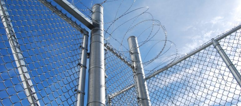Parloir en prison : « une bouffée d'oxygène courte et douloureuse »