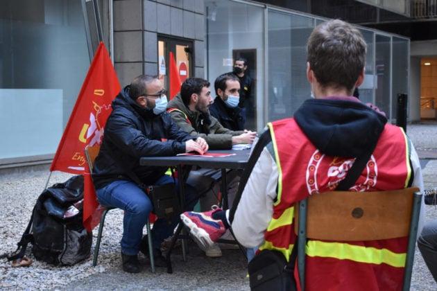 Rassemblement de livreurs demandant une requalification en contrat de travail. ©LS/Rue89Lyon