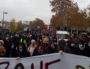 """La banderole de tête de la manifestation notamment tenue par des membres de l'intersyndicale journaliste et des """"gilets jaunes"""", le 5 décembre 2020 à Lyon, au départ de la 2ème manifestation contre la loi """"sécurité globale"""". ©LB/Rue89Lyon"""