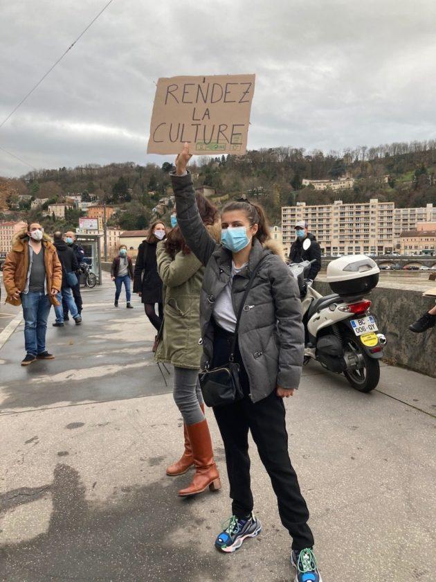 Manifestation des acteurs culturels devant la DRAC, lundi 14 décembre à Lyon. ©DD/Rue89Lyon