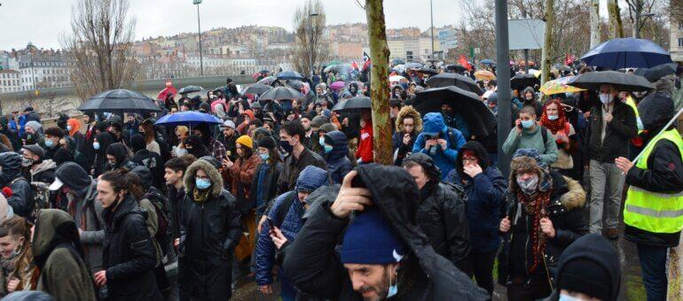 Marche des libertés : les teufeurs ambiancent le cortège lyonnais