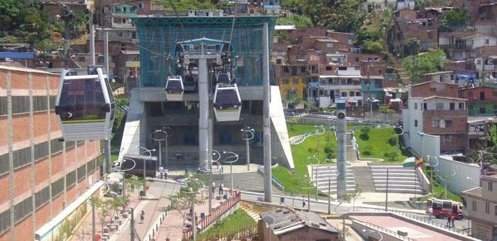 Un téléphérique urbain à Lyon : les bons et les mauvais exemples, en France et à l'étranger