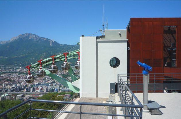 """Le téléphérique de Grenoble : """"les oeufs"""" ou """"les bulles"""" ©Milky"""