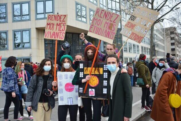 Les étudiants sont venus défendre leurs droits.