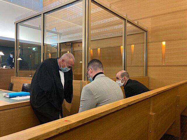 Laurent-Franck Liénard, l'avocat est ses deux clients, agents de la BAC à Lyon, au tribunal correctionnel de #Lyon. ©DD/Rue89Lyon