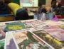 Journaux dans une salle de classe
