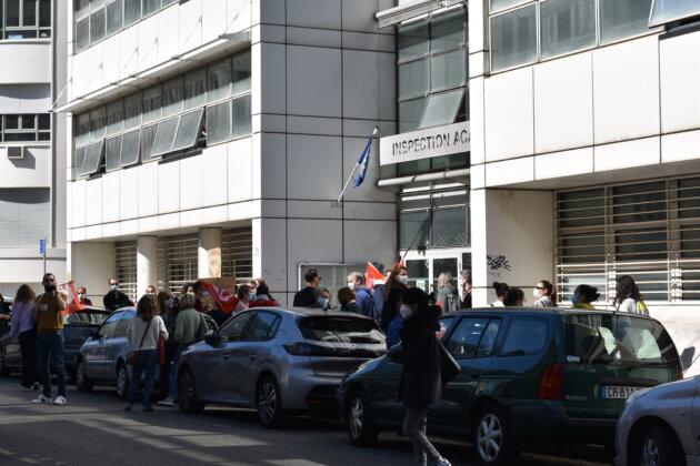 Rassemblement de soutien aux AESH du 24/03/21 devant la Direction des Services Départementaux de l'Éducation nationale du Rhône. ©LS/Rue89Lyon