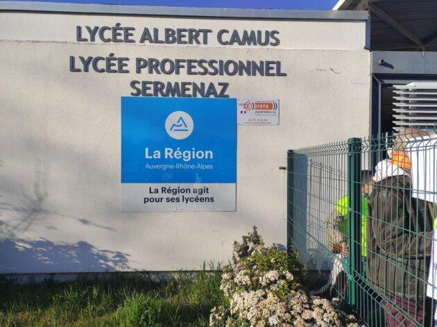 Façade du lycée polyvalent Albert Camus à Rillieux-la-Pape. Crédit : GB.