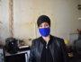 Zohra, dans sa cuisine au murs abîmés par l'humidité ©LS/Rue89Lyon