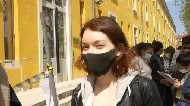 Louise, étudiante dans la queue pour récupérer des denrées alimentaires. ©TG/Rue89Lyon