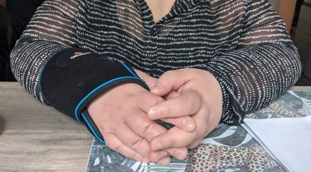 Faten, en procédure d'expulsion, souffre deu syndrôme du canal Carpien ©LS/Rue89Lyon